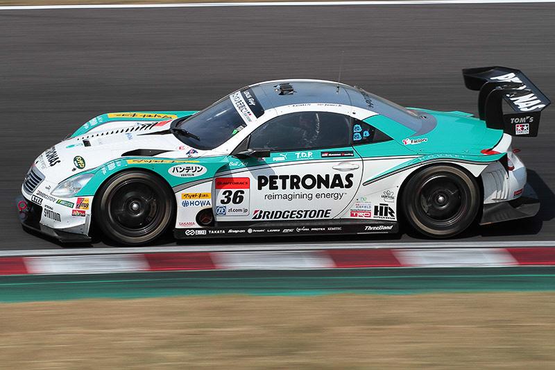 3位の36号車 PETRONAS TOM'S SC430(中嶋一貴/ジェームス・ロシター)