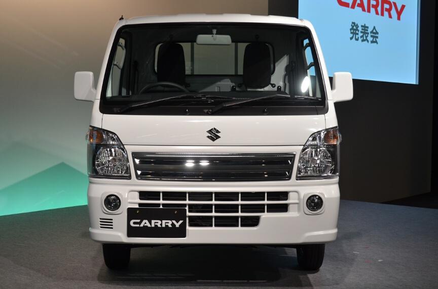 グレードは上級となるKX。フロントグリルやフォグランプの装備、オプションで助手席エアバッグが搭載。ウインドーはパワーウインドーとなる