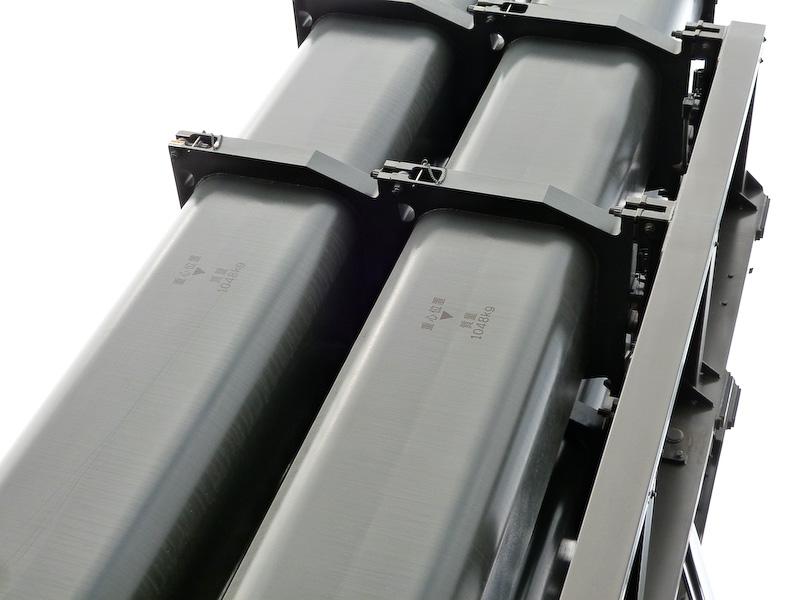 今年、供試品として初披露された「12式地対艦誘導弾システム」。これは進化ではないのかもしれませんが、1弾あたり1t以上の重さのものを発射できるっていうこと? であるとするなら、想像の域を超えてます