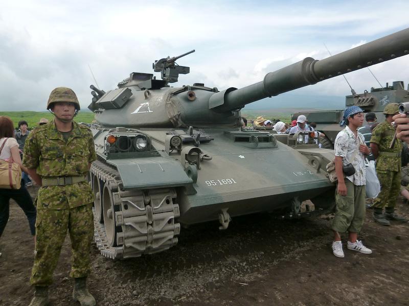 1974年式の74式(ナナヨンシキ)戦車。丸みのあるフォルムが好きです