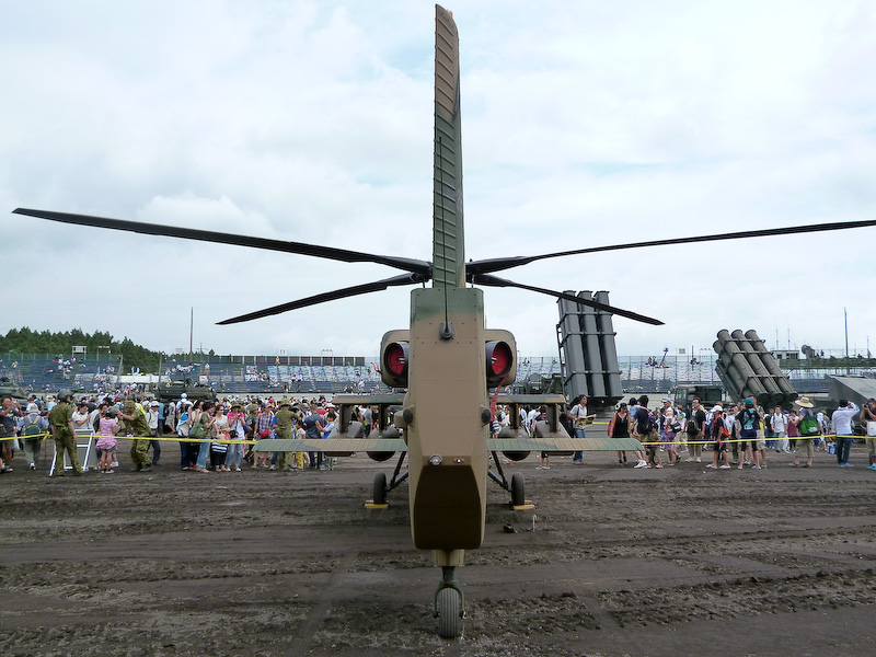余談ですが、戦闘ヘリコプターのアパッチやコブラもカッコよいかもしれませんが、私はこちらの観測ヘリコプターOH-1が好きです。ローターのカタチとこの薄さが魅力的に見えます