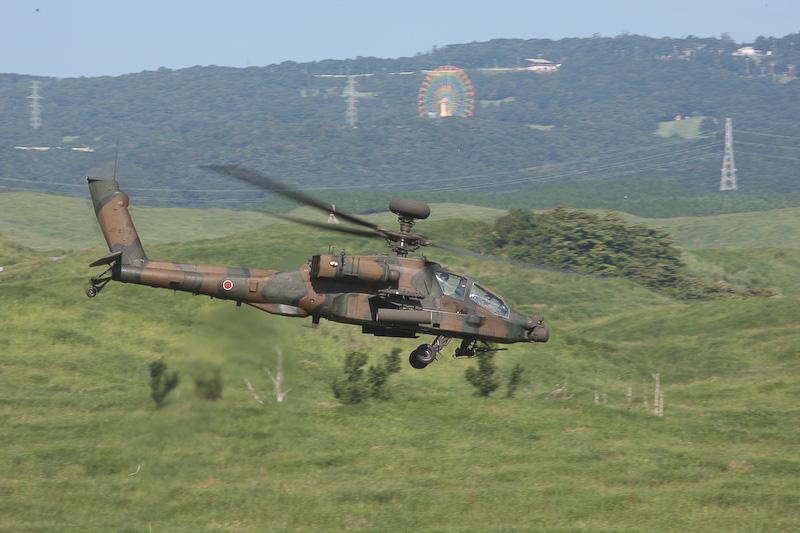 戦闘ヘリコプターのアパッチ(AH-64D)