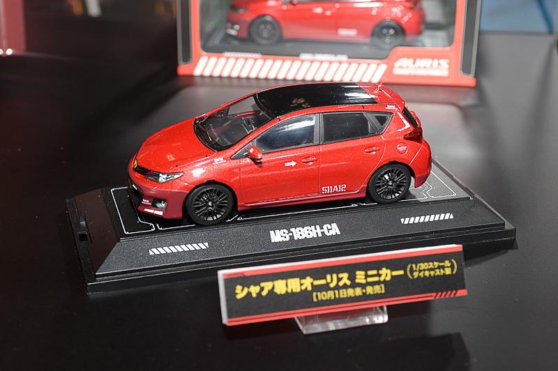 発表会でも紹介された「ZTキーケース」、「シャア専用オーリス ミニカー」、「ZT車検証ケース」などもブース内に展示された