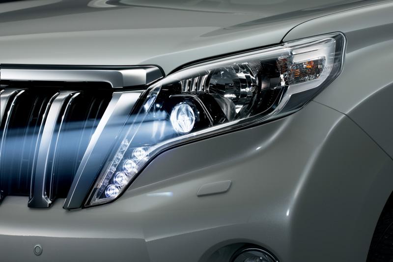 LEDヘッドランプをTZ系に標準装備。TX系ではオプション設定となる
