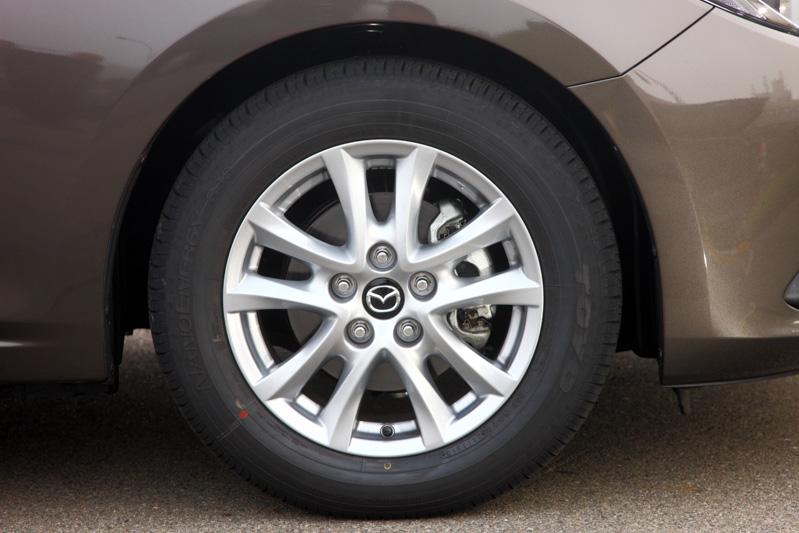 1.5リッター車に装着される205/60 R16タイヤ