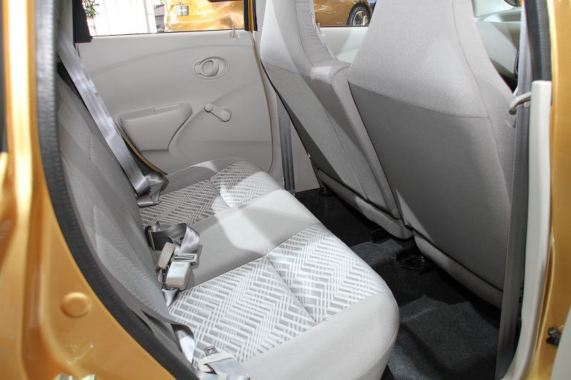 インド市場向けの新型車「GO」。ボディーサイズは3785×1635×1485mm(全長×全幅×全高)、ホイールベースは2450mm。1.2リッターエンジンに5速MTを組み合わせ、アイドリングストップ機構などを備える