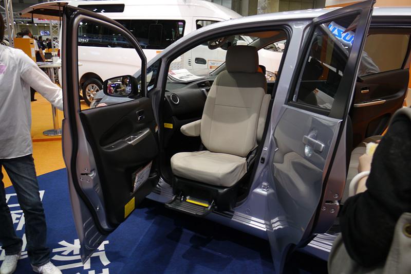 デイズ アンシャンテの助手席スライドアップシート車