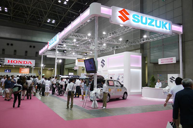 スズキブースでは新型ワゴンR、新型スペーシア、エブリイの福祉仕様車を展示