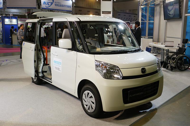 こちらは参考出品のフレアワゴン スロープ式車いす移動車。年内発売予定