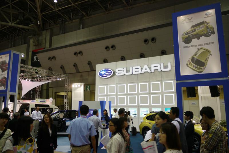 スバルブースでは、アイサイト搭載のXV ハイブリッドとフォレスターの福祉仕様車を展示