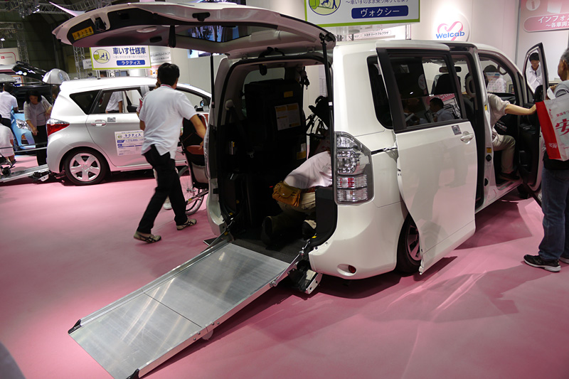 ヴォクシー 車いす仕様車(スロープタイプ)タイプI 車いす2脚仕様
