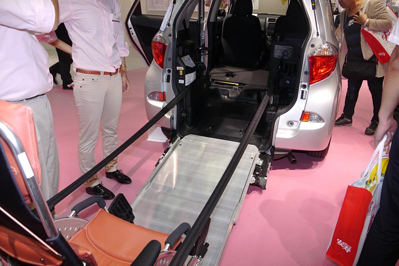ラクティス 車いす仕様車 タイプI 助手席側リヤシート付