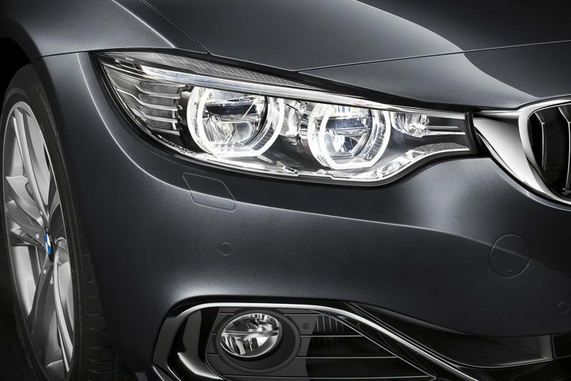 LEDスモールライト・リング、LEDアクセントライン、光軸自動調整機構付きのバイキセノンヘッドライトを全車標準装備