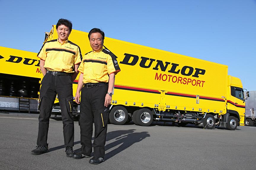 お話をうかがった住友ゴム工業 モータースポーツ部 課長 中田氏(左)、モータースポーツ部長 植田氏(右)