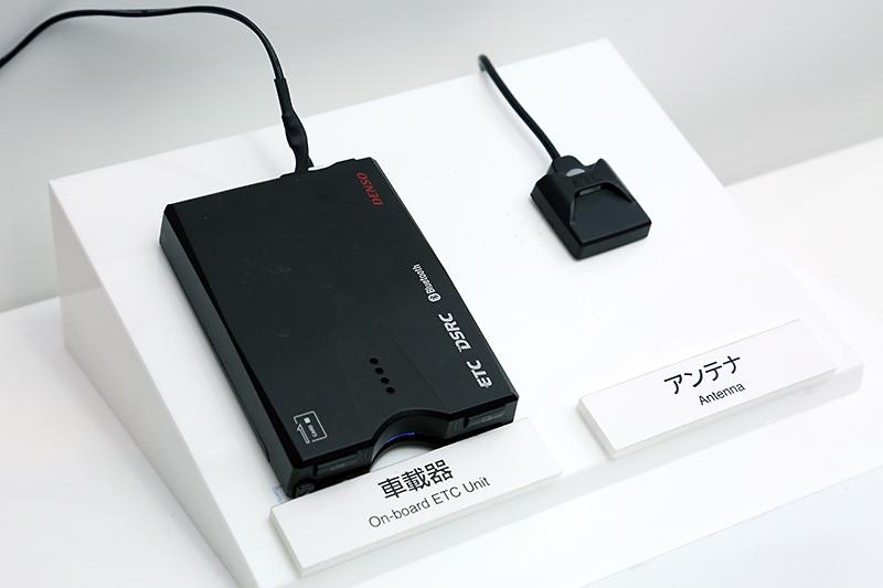 ITSスポットサービス連動DSRC車載機「DIU-A050」。Bluetoothでスマホと連携することで、ナビの画面なしでもDSRCの情報が確認できるという、ちょっとニッチなアイテム