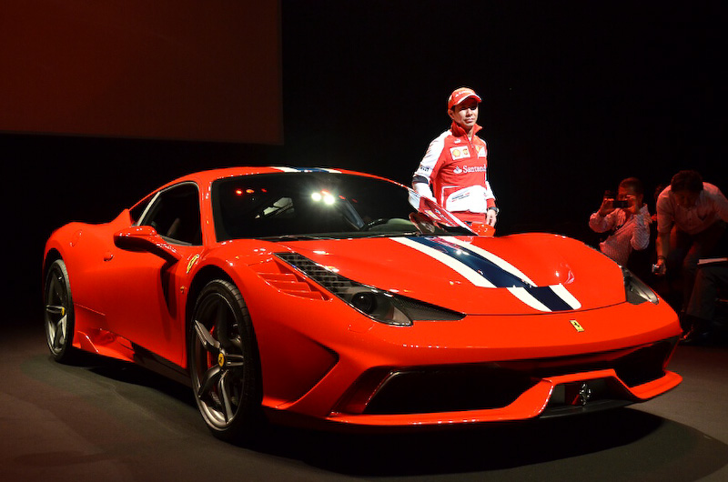 小林可夢偉選手のドライブで登場したフェラーリ458スペチアーレ