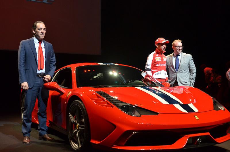 左から来日したフェラーリS.p.A.極東エリア統括のジュゼッペ・カッターネオ氏、スクーデリア・フェラーリのドライバー小林可夢偉氏、フェラーリ・ジャパンのプレジデント&CEOのハーバート・アプルロス氏