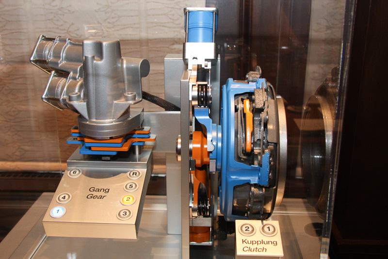 ヒュンダイ ヴェロスターに搭載される6速DCTのカットモデル