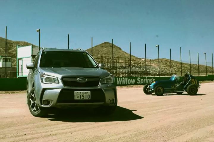 アメリカ ウィロースプリングス・インターナショナル・レースウェイでフォレスターとオーバルトラック専用のミジェットカーで走行性能比較を実施
