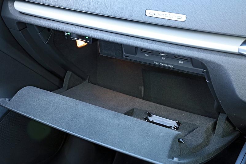 グローブボックス内にはCD/DVDプレーヤーやSIMカードスロット、SDカードスロット×2、DSRCにも対応したETC車載器などを配置