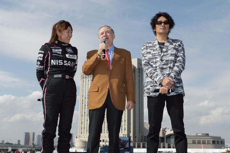 左から井原慶子選手、ジャン・トッドFIA会長、近藤真彦スーパーバイザー