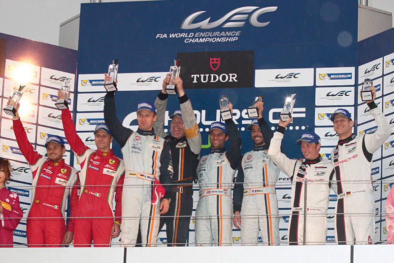 LMGTE Proの表彰式。優勝はアストンマーチン・レーシングのヴァンテージ V8 97号車(ダレン・ターナー/ステファン・ミュッケ/フリデリック・マコヴィッキィ)