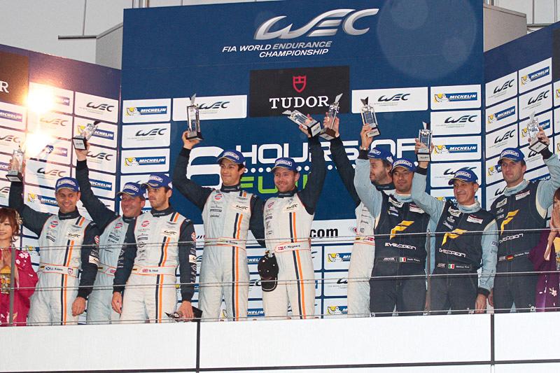 LMGTE Amの表彰式。優勝はアストンマーチン・レーシングのヴァンテージ V8 95号車(クリストファー・ニギャルド/クリスティアン・ポウルセン/ブルーノ・セナ)