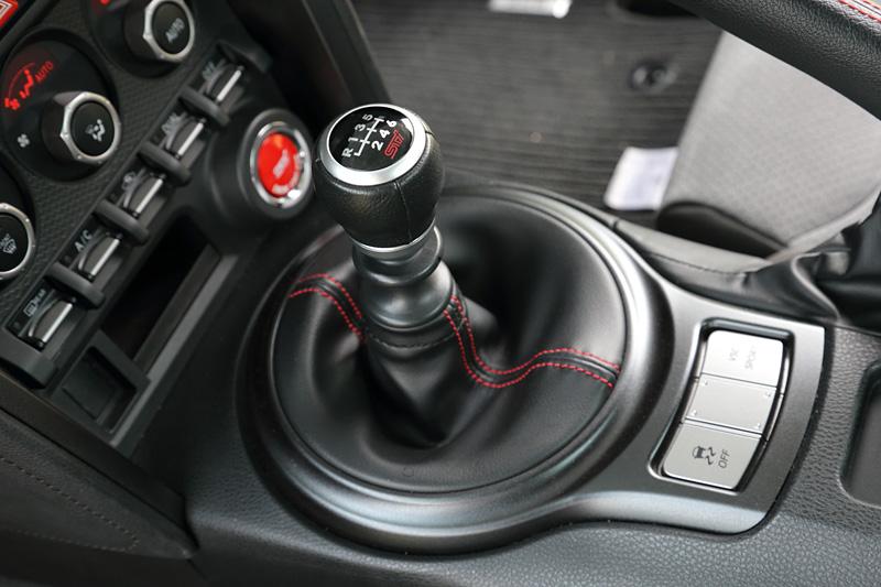 STI製本革巻シフトノブ(MT車)
