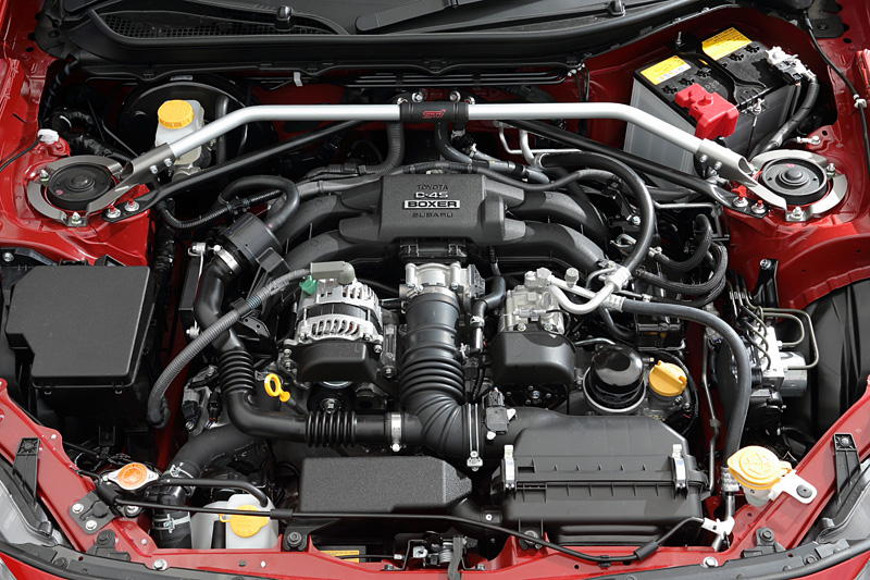 エンジンは水平対向4気筒DOHC 2.0リッターで、通常モデルからの変更点はない