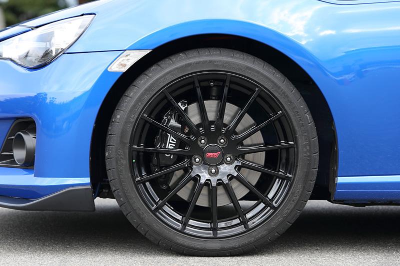 GTマシンと同じブラック塗装のBRZ tS GT Package用18インチアルミホイール