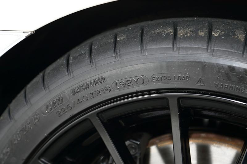 タイヤは全車ミシュランのパイロットスーパースポーツを採用、サイズは225/40 ZR18