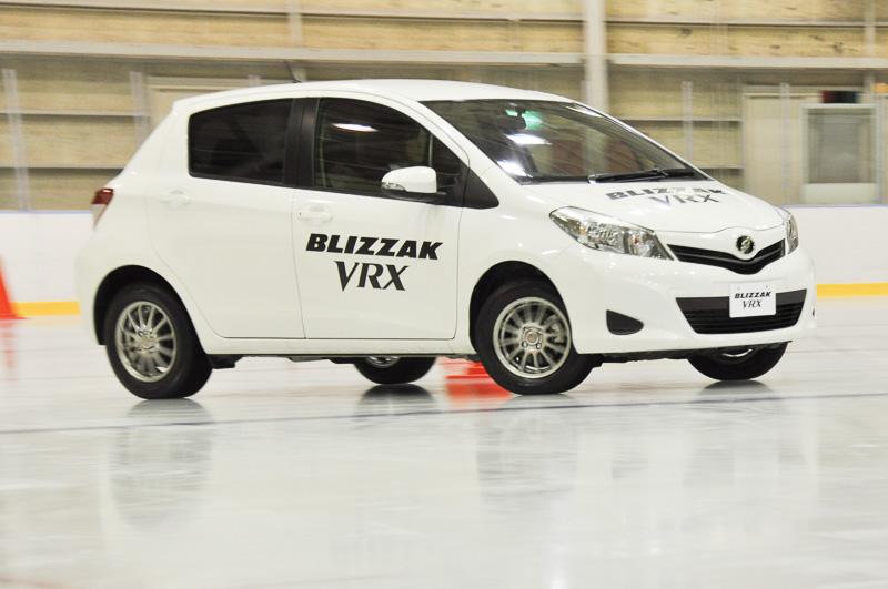北海道札幌市の現役タクシードライバーである三和交通の三橋さんによるブリザック VRX装着車のデモ走行