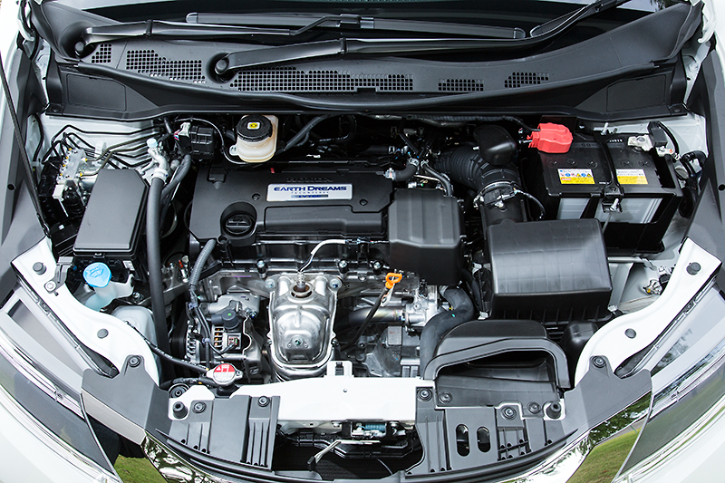 2.4リッター直列4気筒DOHCのK24Wエンジン。2WDと4WDでスペックが異なり、前者が190PS/24.2kgm、後者は185PS/24.0kgmとなる