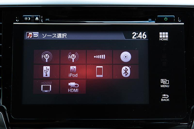 地デジやiPod/iPhone、Bluetooth、HDMIなど豊富なAVソースに対応。iPhoneを音声で操作可能な「siriアイズフリー」にも対応する