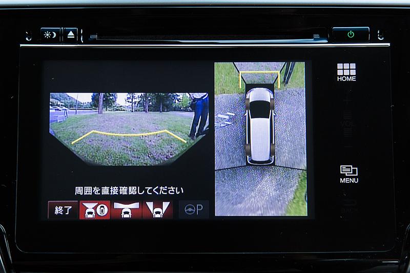 バックカメラは標準装備でEXグレードは後退出庫サポートも用意。フロント、左右両サイドに装着されるマルチビューカメラはオプション設定