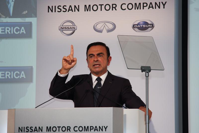 2013年度上半期の決算内容について解説する日産自動車 社長兼最高経営責任者(CEO)のカルロス・ゴーン氏