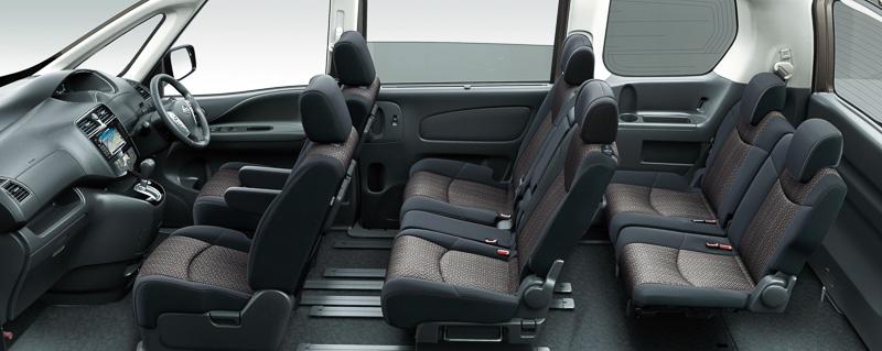 2列目シートのシートバック背面に3列目シート用のパーソナルテーブルが追加される