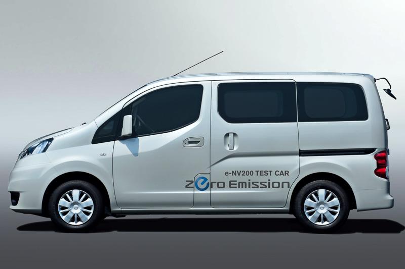 2014年度中に日本市場での発売を予定するe-NV200も展示