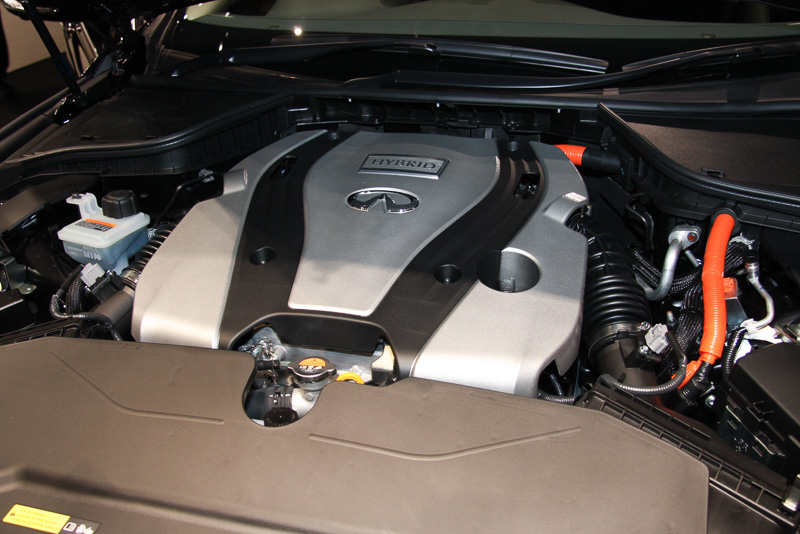 1モーター2クラッチ式で効率を追求したインテリジェント デュアル クラッチ コントロールを採用するパワートレーン。日産車初のハイブリッド4WDはアテーサE-TSとの組み合わせによって実現