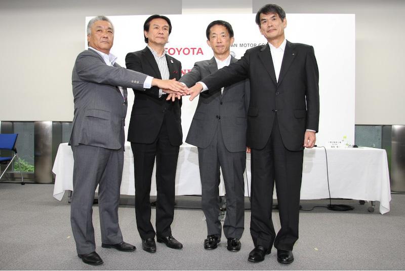 トヨタ、日産、ホンダ、三菱自動車の4社が充電インフラ普及に向けた支援内容を発表(写真は7月に行われた記者会見時のもの)