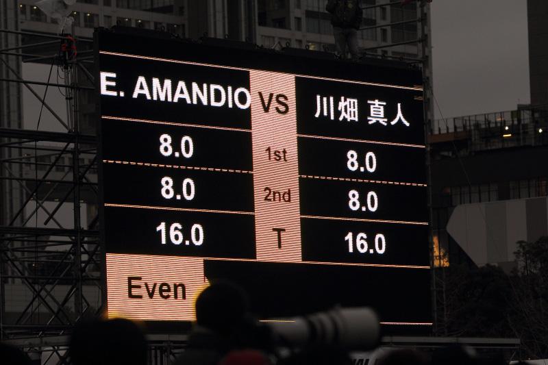 川畑(180SX、写真右) vs E.AMANDIO(JZX100チェイサー)。1本目に互角の戦いを演じた2人は再戦で川畑が僅差の勝利