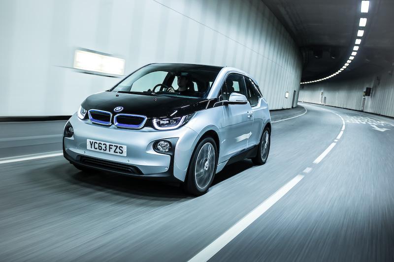 都市向け電気自動車(EV)「i3」