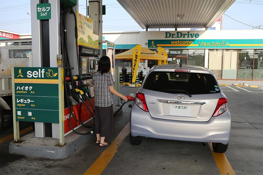 いつものスタンドで給油と空気圧チェック。特に長距離ドライブの前には、必ず自分の目で確かめたい