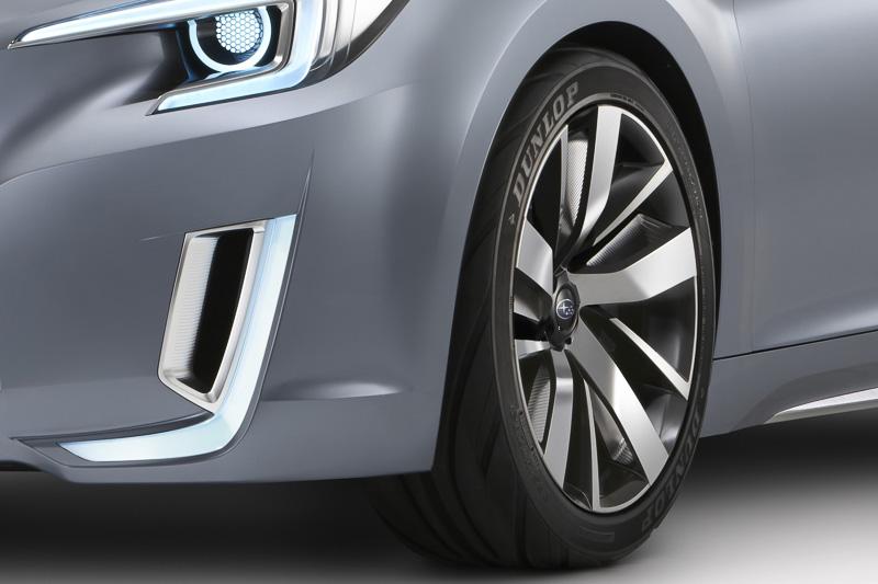 安定感とパフォーマンスを表現する大径タイヤ。タイヤサイズは265/40 ZR21