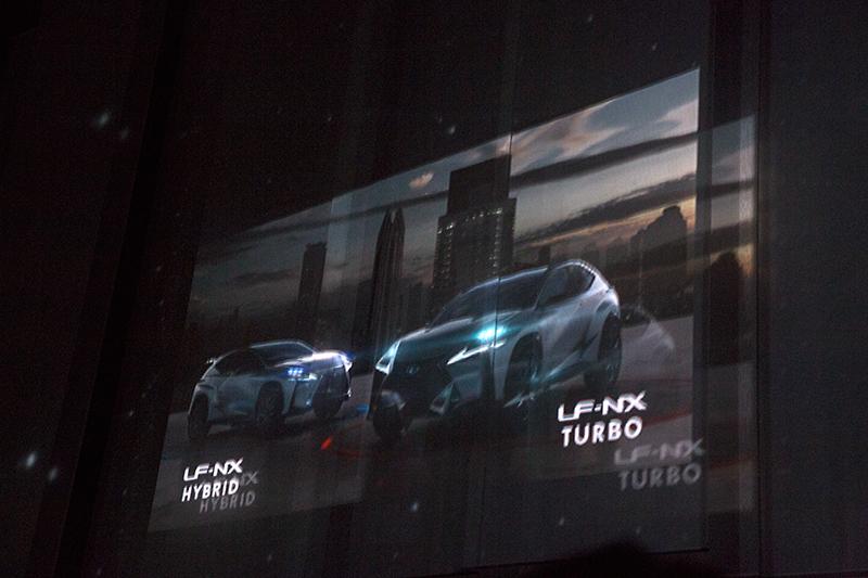 実車の公開に先立って放映されたLF-NXとRCのプロモーションムービー