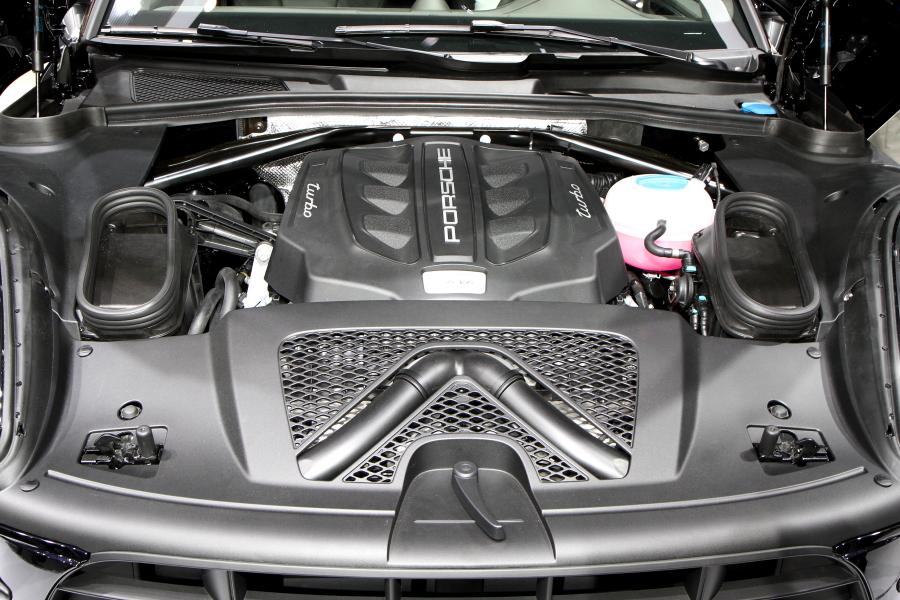 V6 3.6リッターツインターボエンジンが発生する最高出力は400PS/6000rpm。最大ブーストは1.2barとなっている