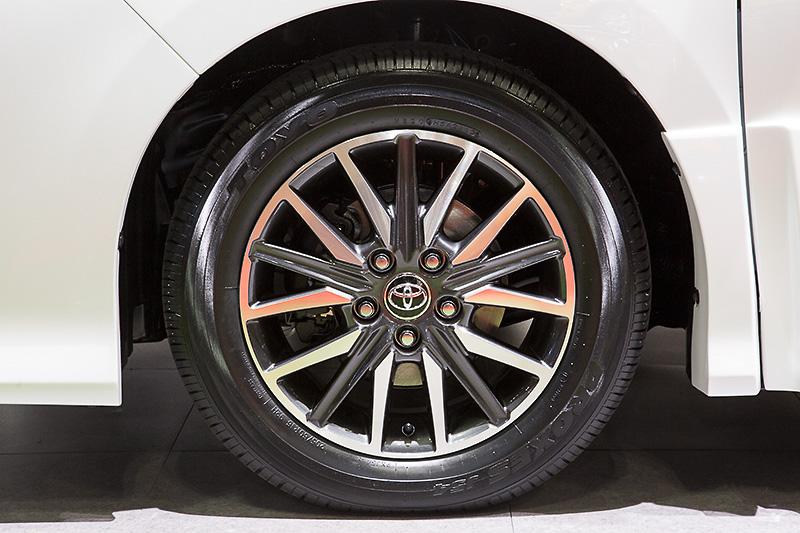 タイヤサイズは205/50 R16