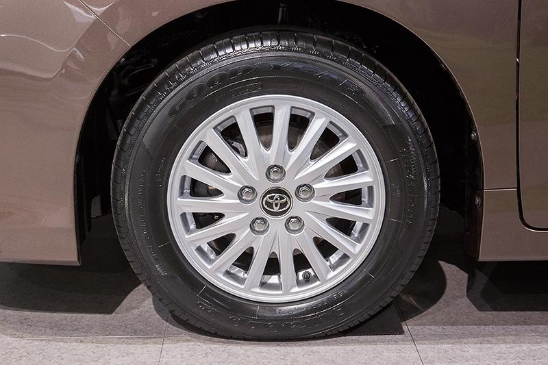 こちらのタイヤサイズは195/65 R15