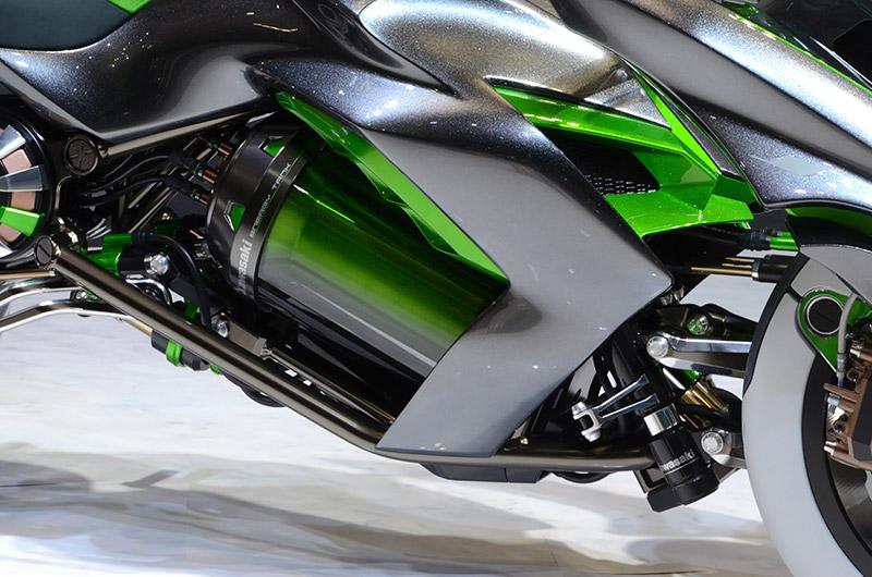 大容量ニッケル水素電池の「GIGACELL」を車両中央に搭載