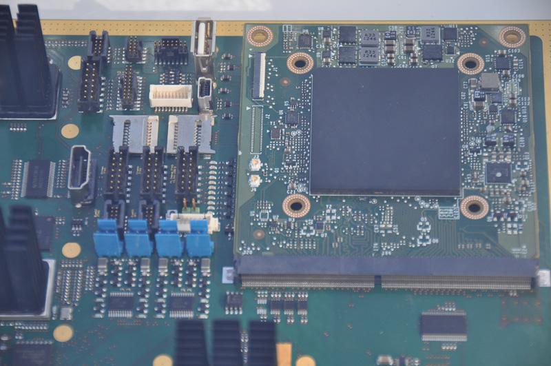 右の四角い板がTegra VCM。どの世代のTegraでも、VCMという形で提供される